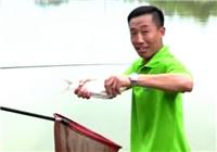 《爸爸去钓鱼》第三季03期 父子钓鱼比赛刘赫楠率先中鱼