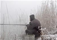 分享冬天钓鱼时钓位选择与打窝技巧(中)