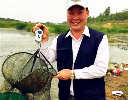 我为钓鱼人自豪,26年老渔夫写下2016年度垂钓工作报告 红虫饵料钓鲢鳙鱼