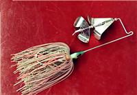 路亚很简单 第25集 路亚硬式拟饵水面拖拉机的特点与使用技巧
