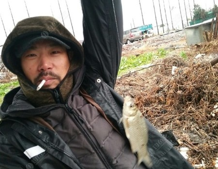 冬季風雨中與釣友野河作釣體驗! 自制餌料釣鯽魚