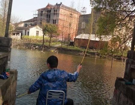 野河里偶得大鲤鱼 钓鱼之家饵料钓鲢鳙鱼