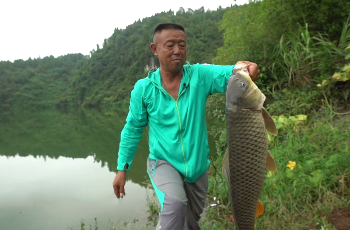 《游钓中国》第四季 第38集 重返清江暴雨不断 随机应变打破僵局