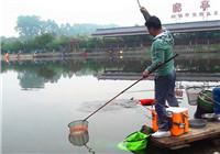 《渔道中国》55期 笑哥黑坑作钓遭遇无鱼 打窝之后连竿上鱼