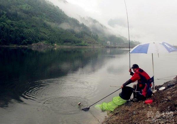 江河钓鱼钓位选择