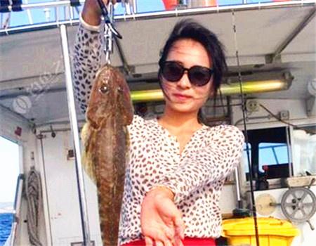 【海钓】和美女日战巨岛,海钓捕大鱼,爆护连连!